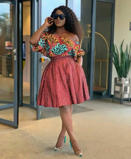 Linda Osifo in  african print top